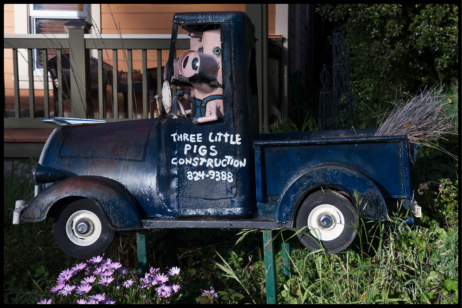 Sculpture by Patrick Amiot, Florence Avenue, Sebastapol, CA 2015-04-10