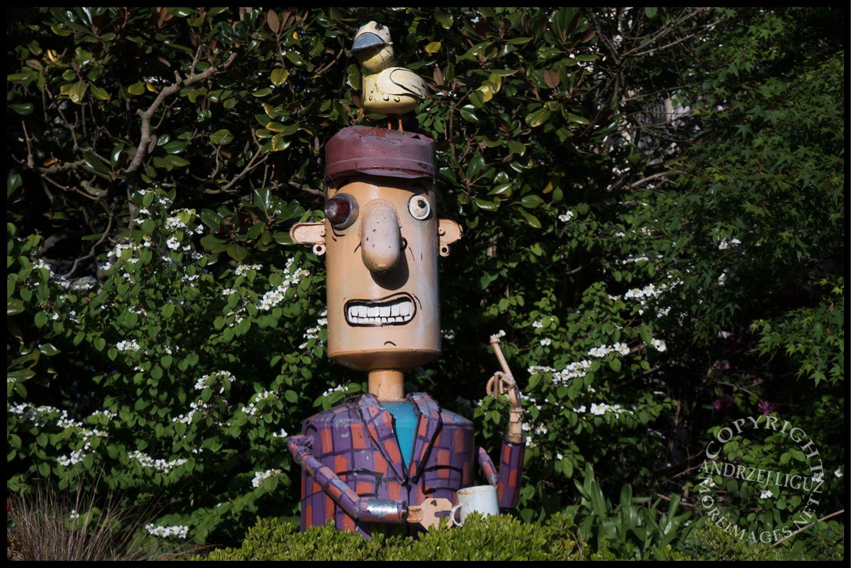 Sculpture by Patrick Amiot, Florence Avenue, Sebastapol, CA 2015-04-10